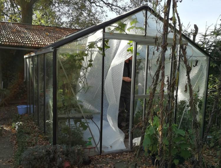 Vorstvrije geïsoleerde kas om je planten te overwinteren