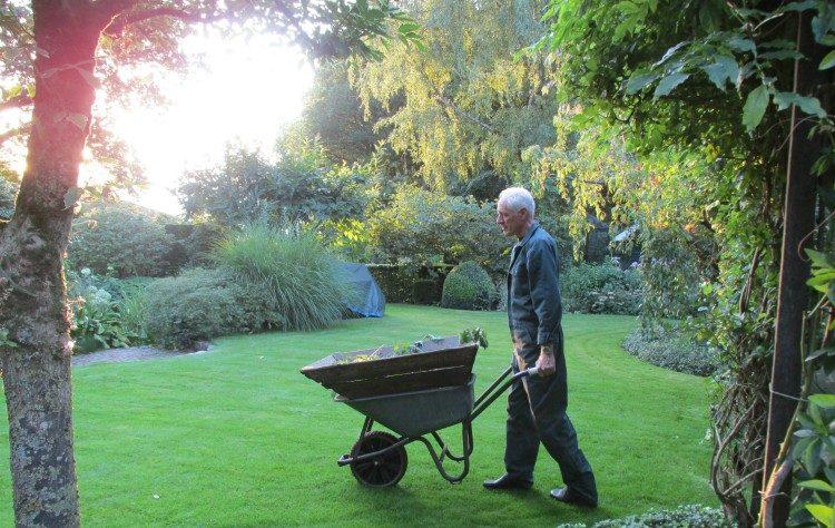 Welk gereedschap heb je nodig in de tuin?