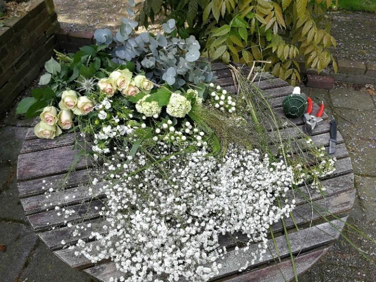 bruidsboeket bloemen en groen