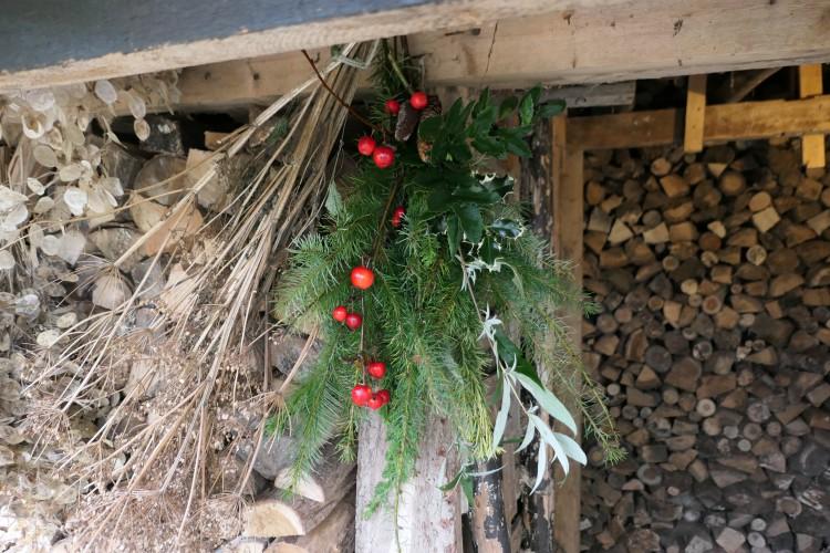 hangend kerststuk houthok